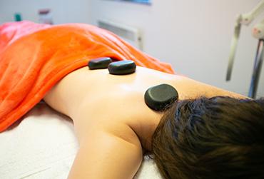 massage aux pierres chaudes - 071/77.24.60